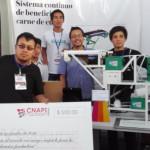 Estudiantes Peruanos Inventan una Máquina para Pelar Cuyes